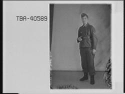 Portrett av tysk soldat i uniform, Willy Jacob. To ulike. Et