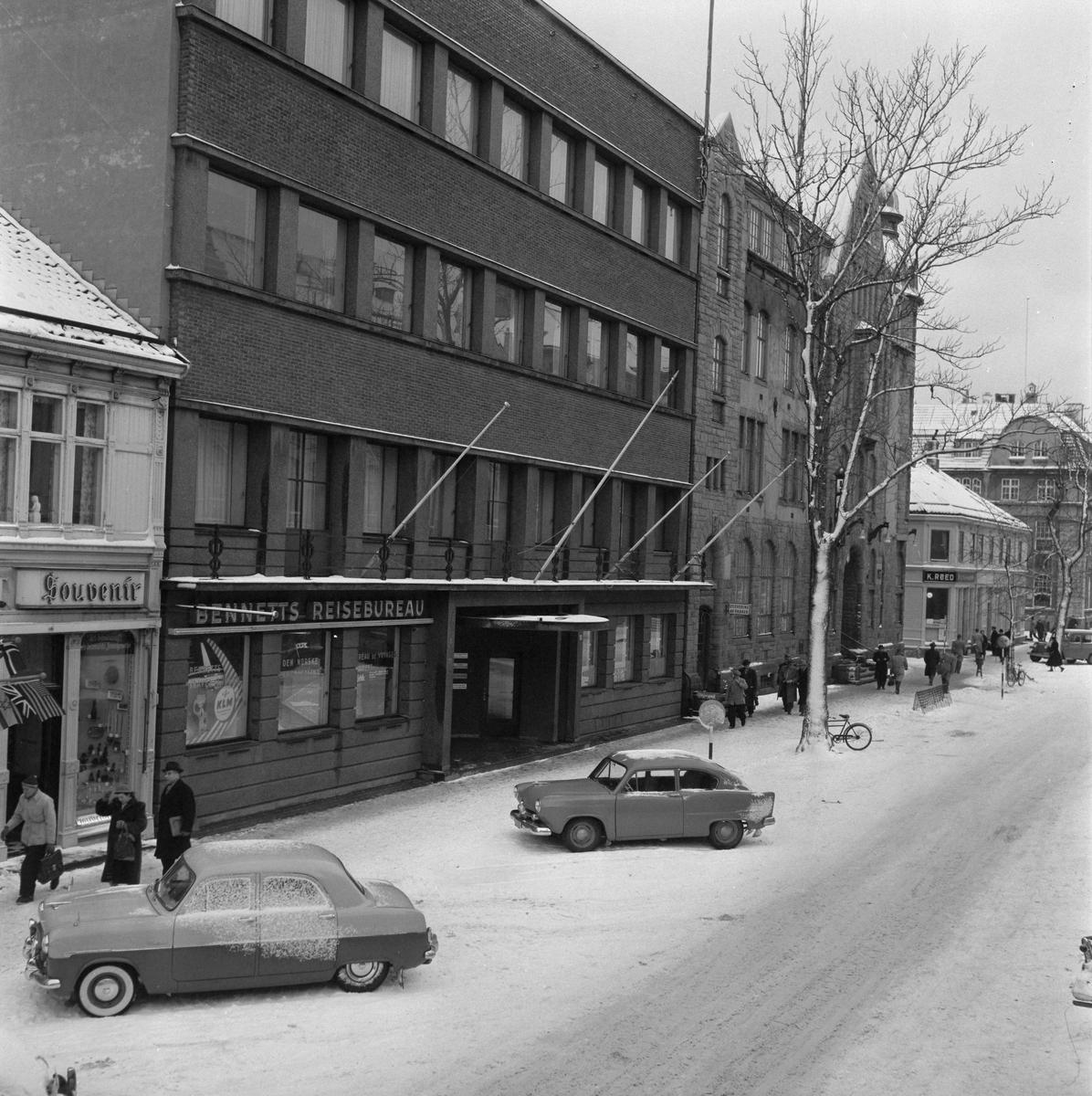 Dronningens gate med Trondhjems Handelsstands forening og postkontoret