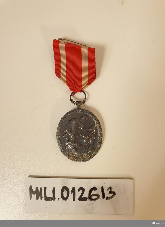 Förtjänsttecken i valören silver, tillverkad av okänd metall.