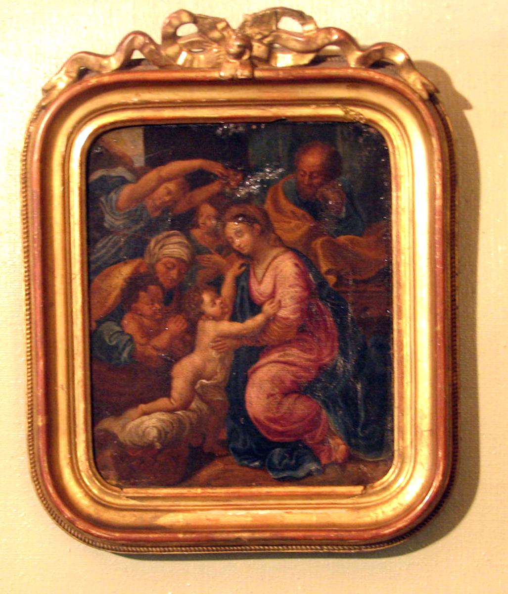 Rektangulær; ramme: gj.brutt toppstk. Den hellige familie; Maria sittende, venstrev., rød og blå drakt; barnet halvt stående, høyrev., bedende Johannes og kvinne, i bakgrunn 2 kvinner. og gml. mann; brun karnasjon