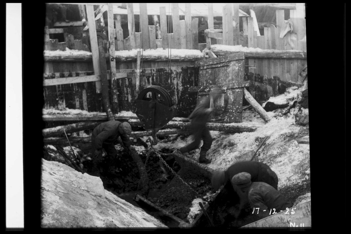 Arendal Fossekompani i begynnelsen av 1900-tallet CD merket 0468, Bilde: 22 Sted: Flaten Beskrivelse: Anleggsarbeid innen fangdammer