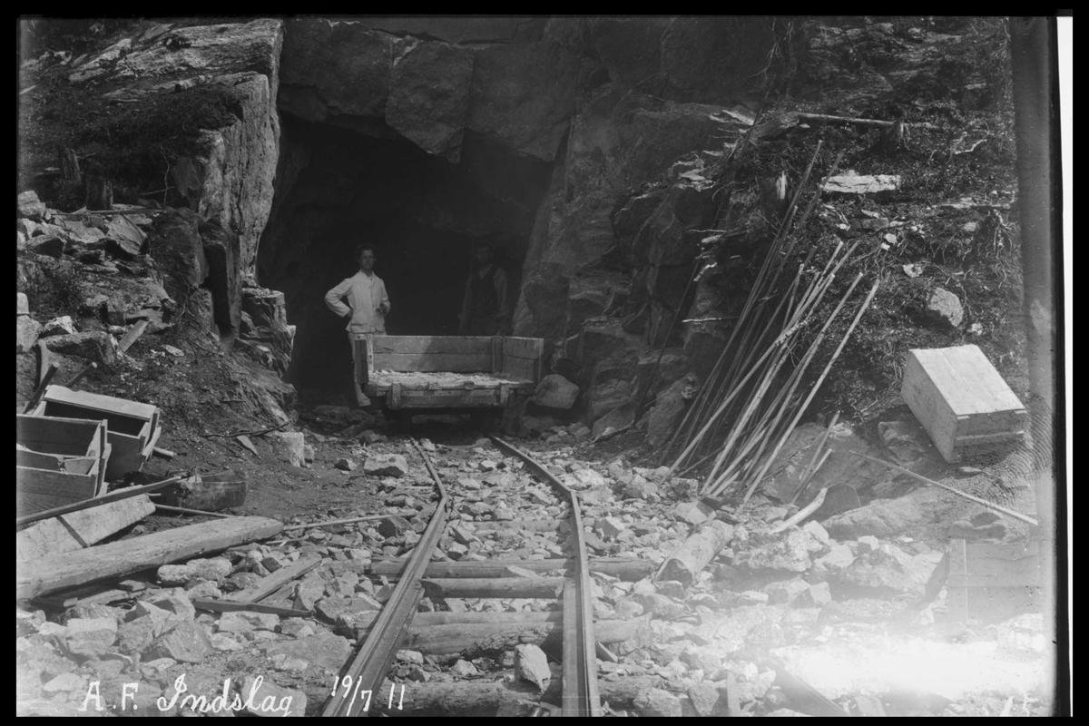 Arendal Fossekompani i begynnelsen av 1900-tallet CD merket 0470, Bilde: 2 Sted: Bøylefoss Beskrivelse: Tunnelinnslag