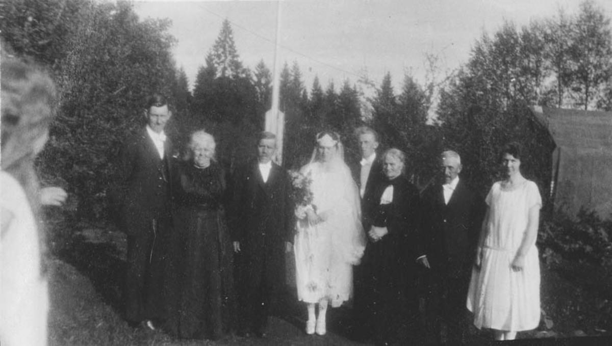 Bryllupet til Margit og Asbjørn Simensen. 8 personer.