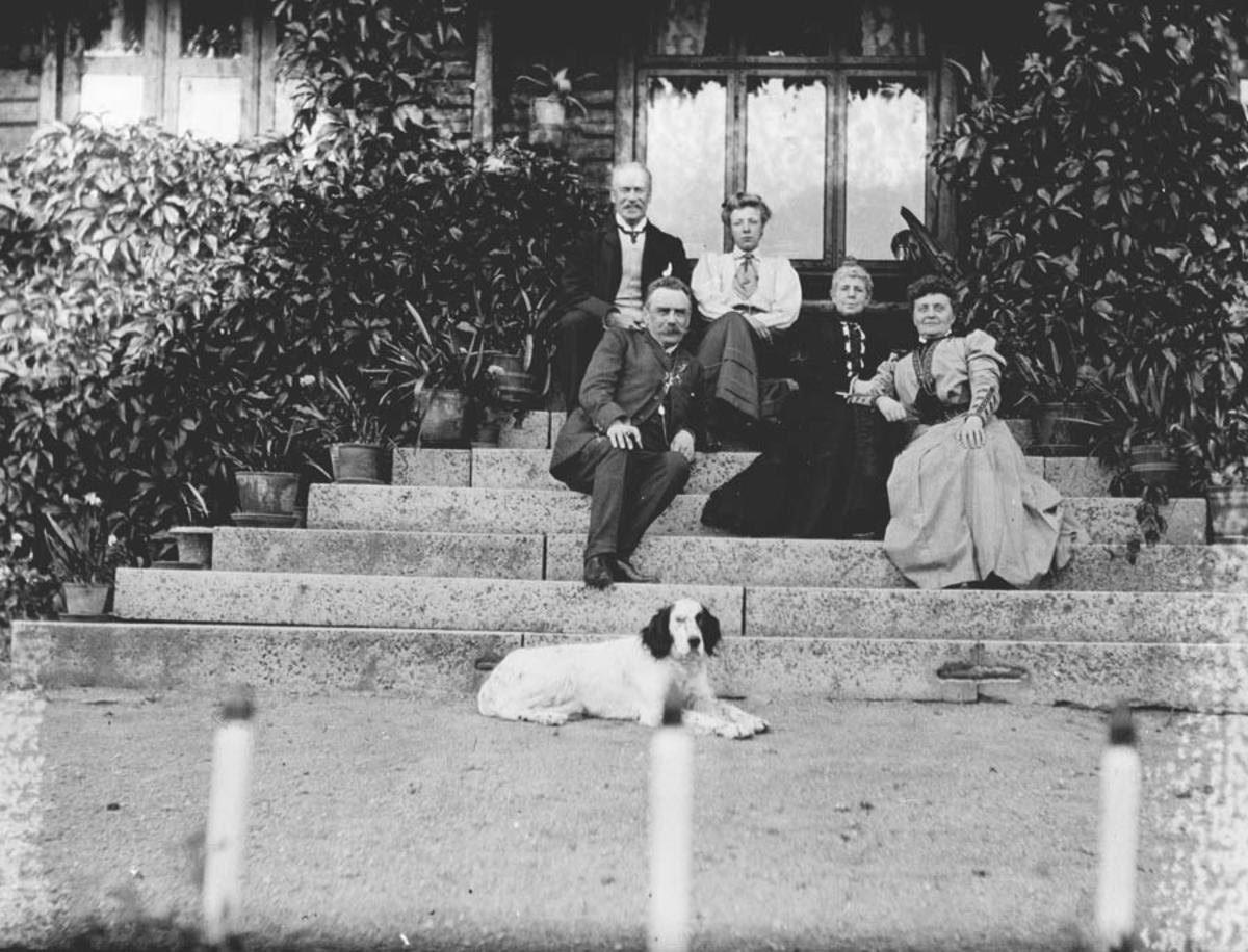 Familien Klouman på havetrappa.