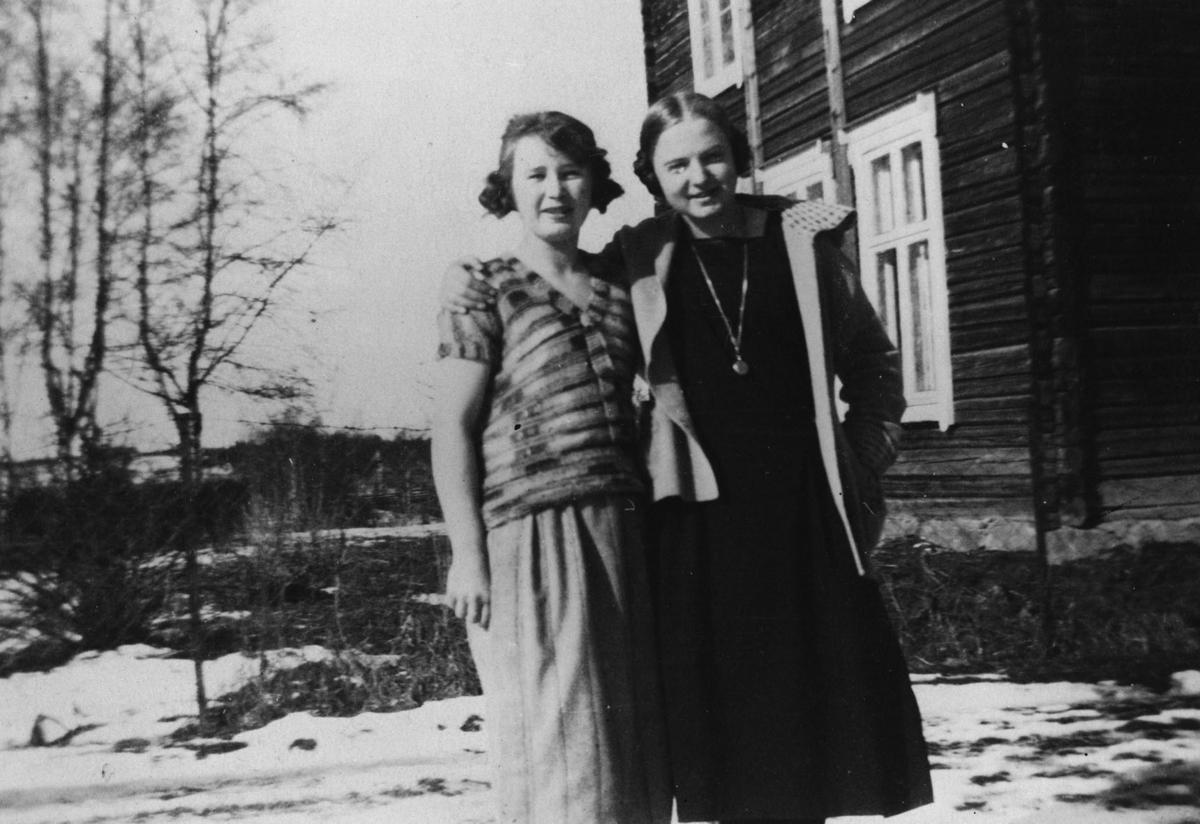Ingrid og Ruth Olstad f. Fladby.