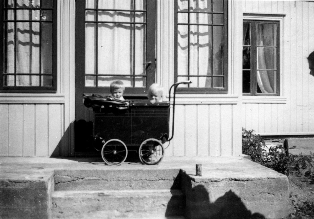 Barn i barnevogn.