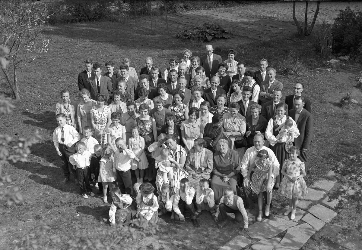 Gruppe - voksne og barn.