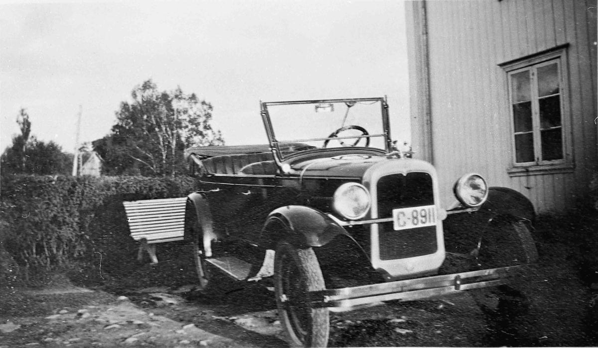 Chevrolet Standard Touring 1927-modell tilhørende baker Ole Johansen, Eidsvoll. Bilen ble kjøpt for kr. 3950 d. 7. mai 1927.