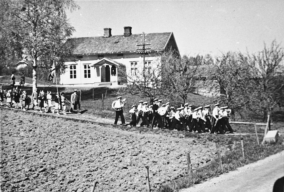 17. mai 1952 ved Feiring kirke.