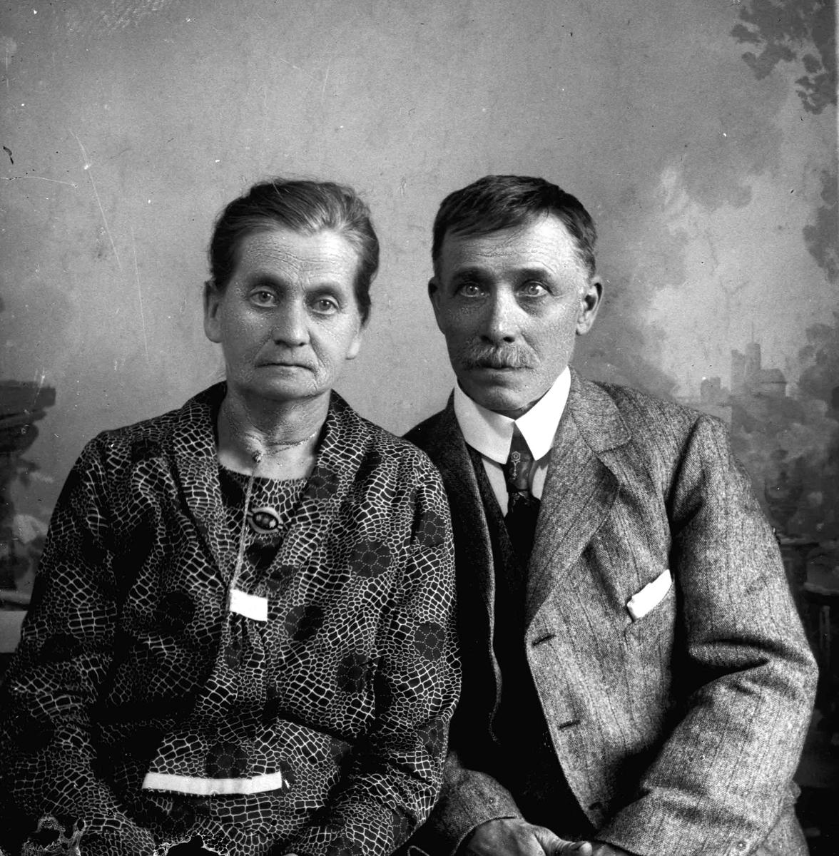 Portrett. Kvinne og mann