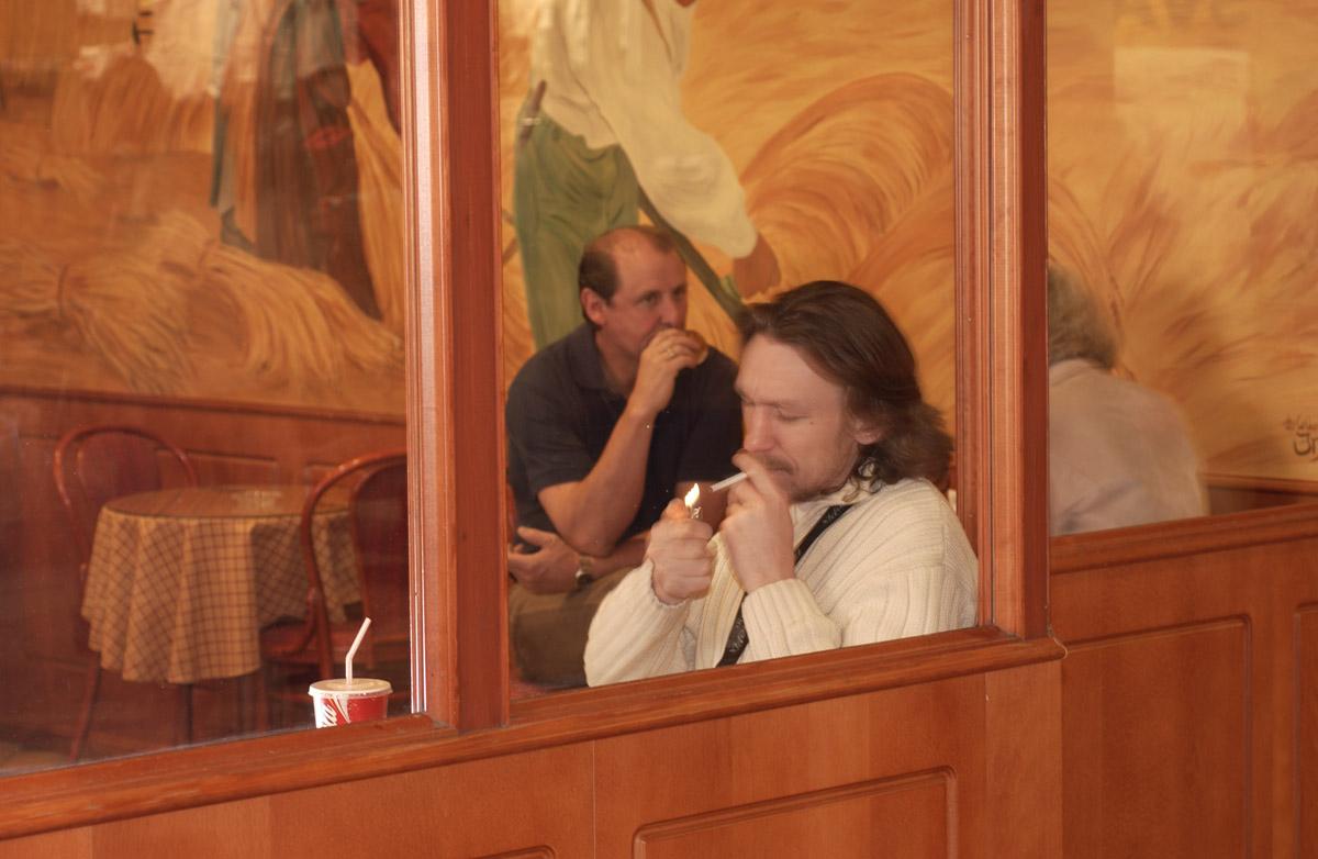 Kafegjest på røykerommet Baker Nordby i 2. etg Ski Storsenter