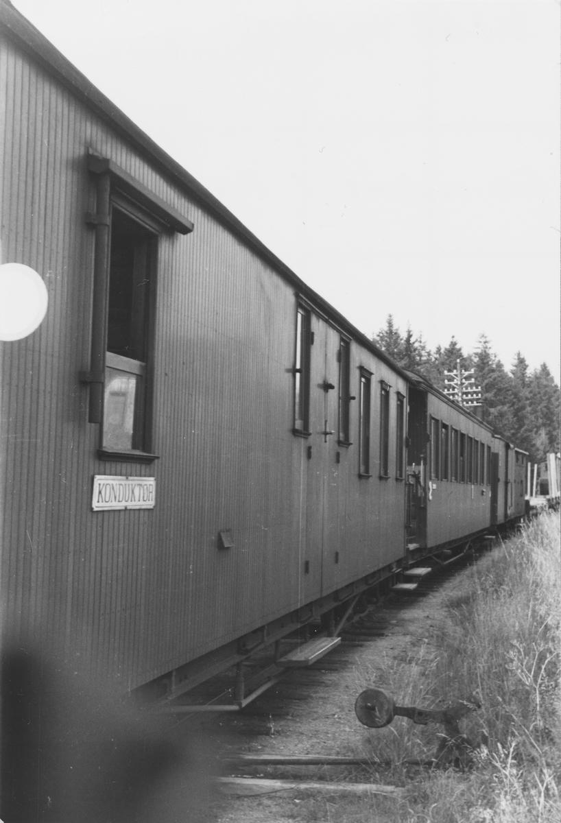 Blandet tog retning Sørumsand ved Hjellebøl stasjon.