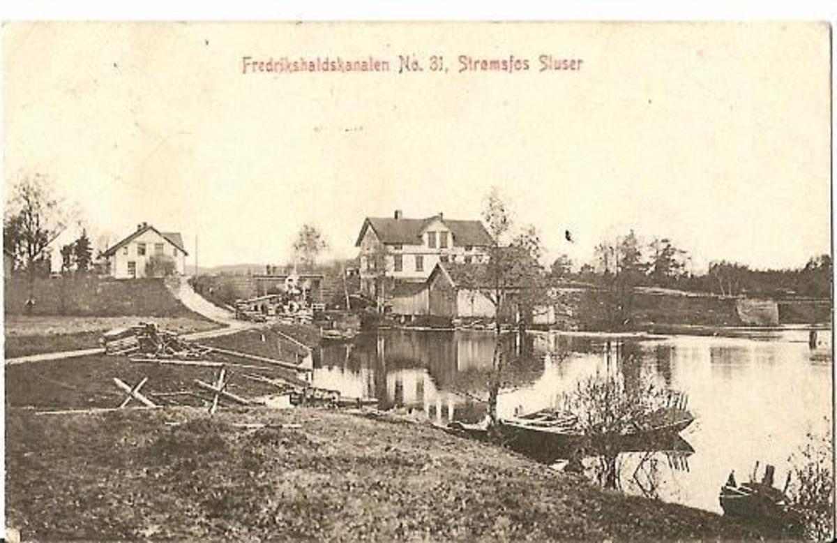 Strømsfos sluser i Fredrikshaldskanalen. Postkort nr. 31 utgitt av M. Olsens papirhandel i Fredrikshald (Halden).