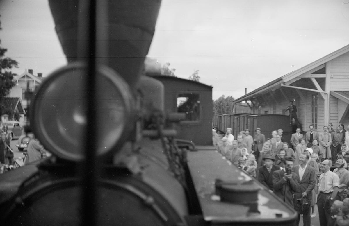 Mange fremmøtte på Sørumsand stasjon til siste ordinære tog