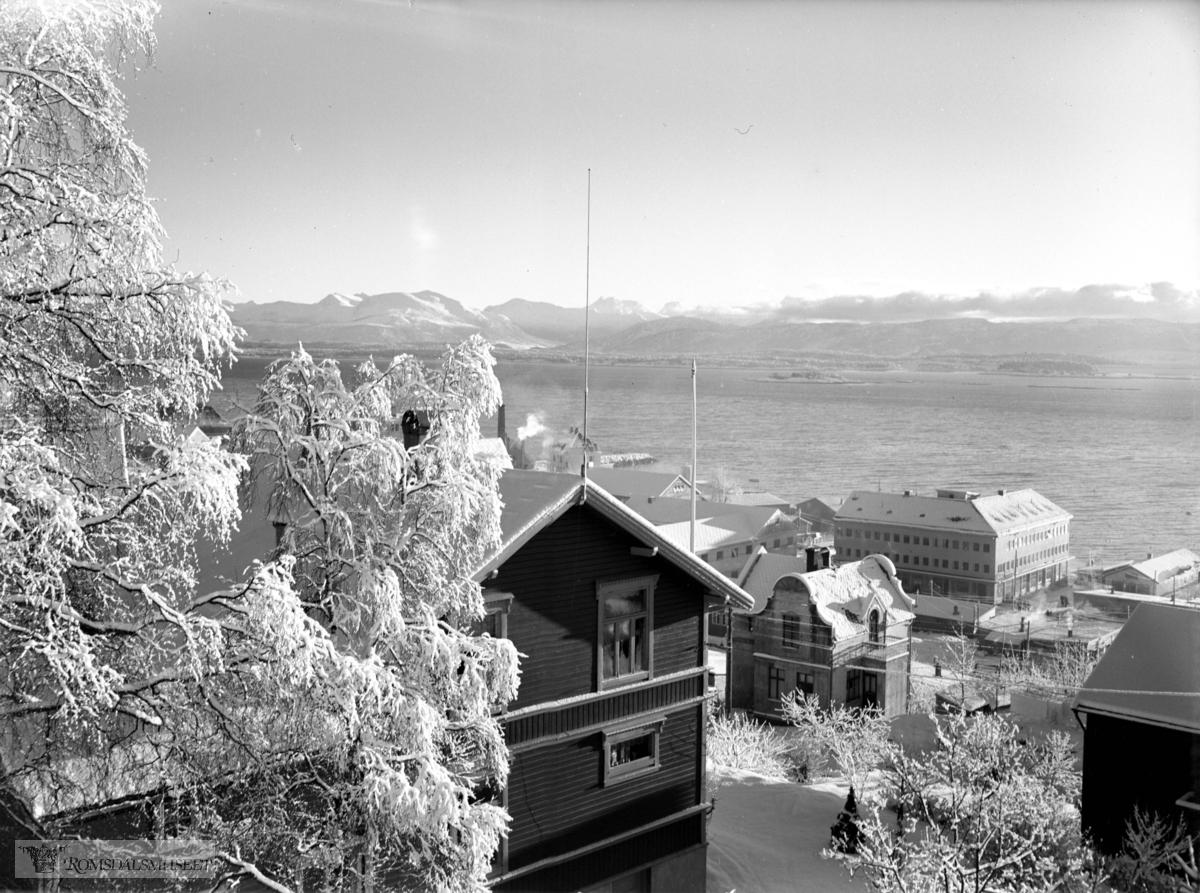 """Molde by sett fra nord., """"Fra stuevinduet vårt"""" (Birkeland sitt vindu)"""