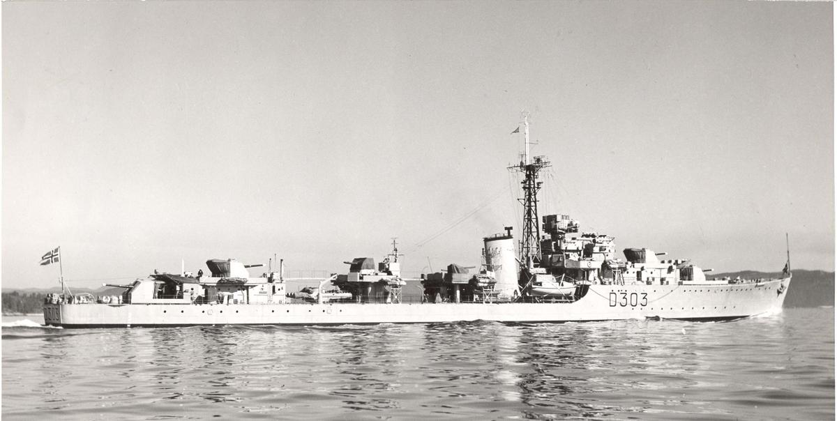 C-kl jageren KNM Oslo i fart, styrbord side 24/6-1956