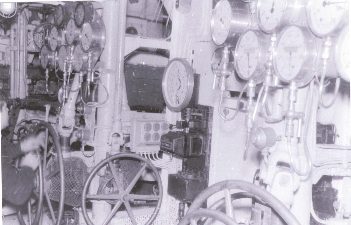Enkeltbilde. Fra maskinrommet på C-kl jager KNM Oslo. ca 1960