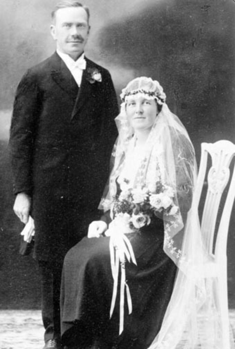 Brudepar. Nils A. Sørbo og Ingrid Olga Kristine Sandbu, Bakken, Nes, Hedmark.
