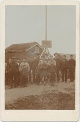 Mennesker samlet på den gamle festningstomten i Østervågen