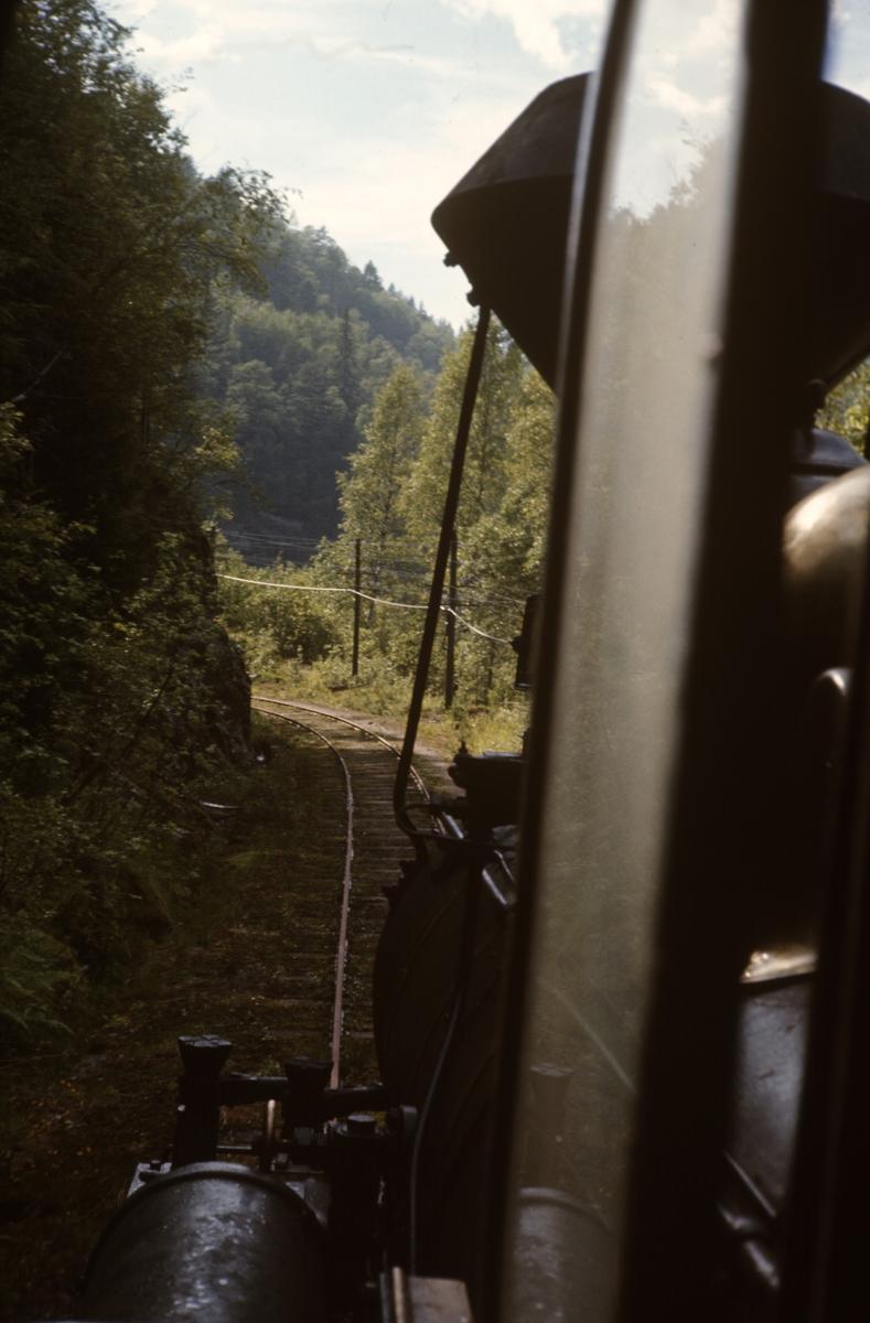 Utsikt fra fyrbøterplassen på Setesdalsbanens lokomotiv nr. 2