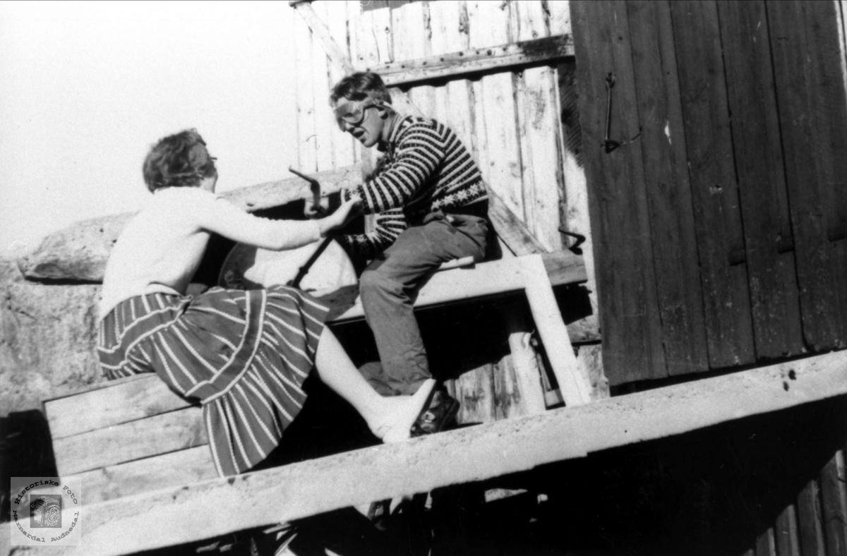 Sliping av ljå, Haugland Bjelland.