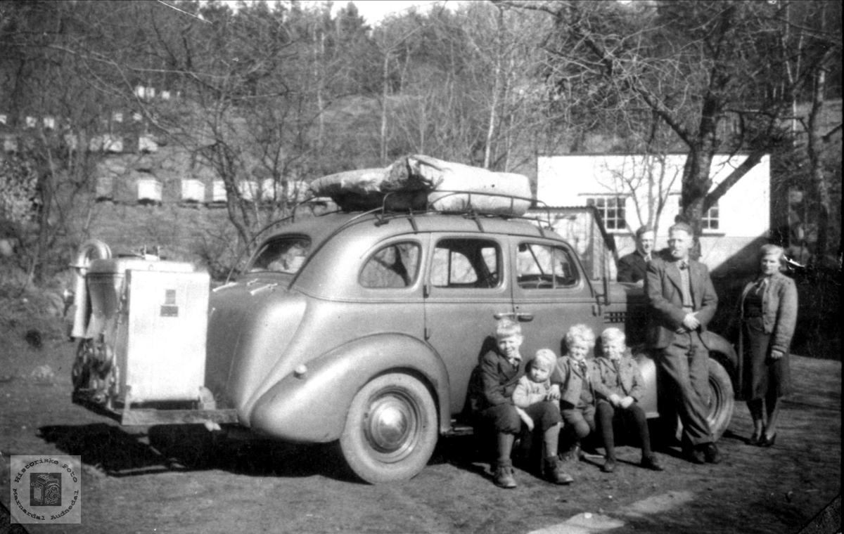 Drosjetrafikk under krigen i Bjelland sentrum.