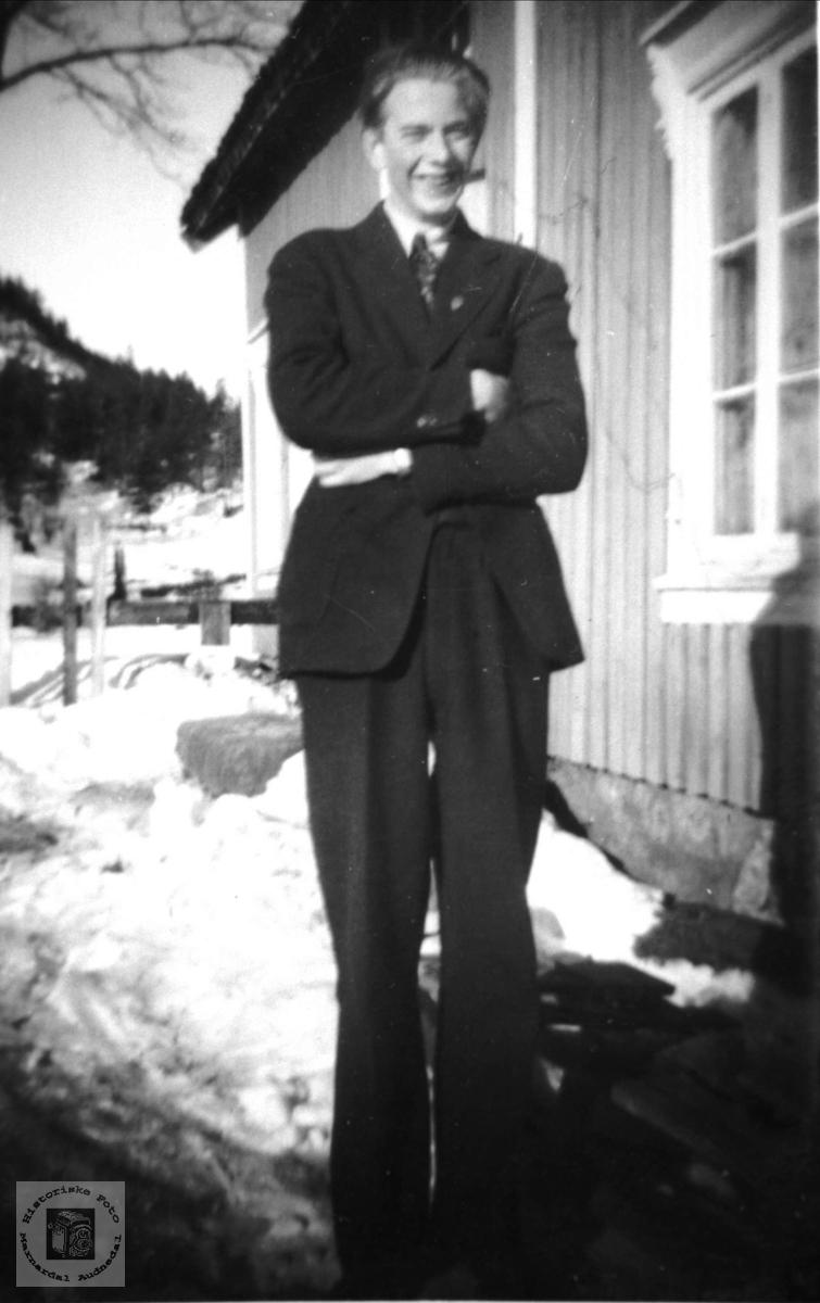 Portrett av stram kar. Olav Fjellestad, Laudal.