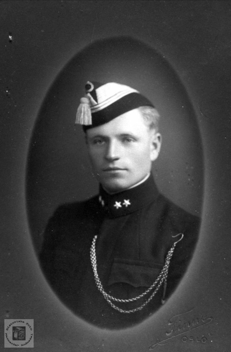Portrett av Arne Bue, Laudal.