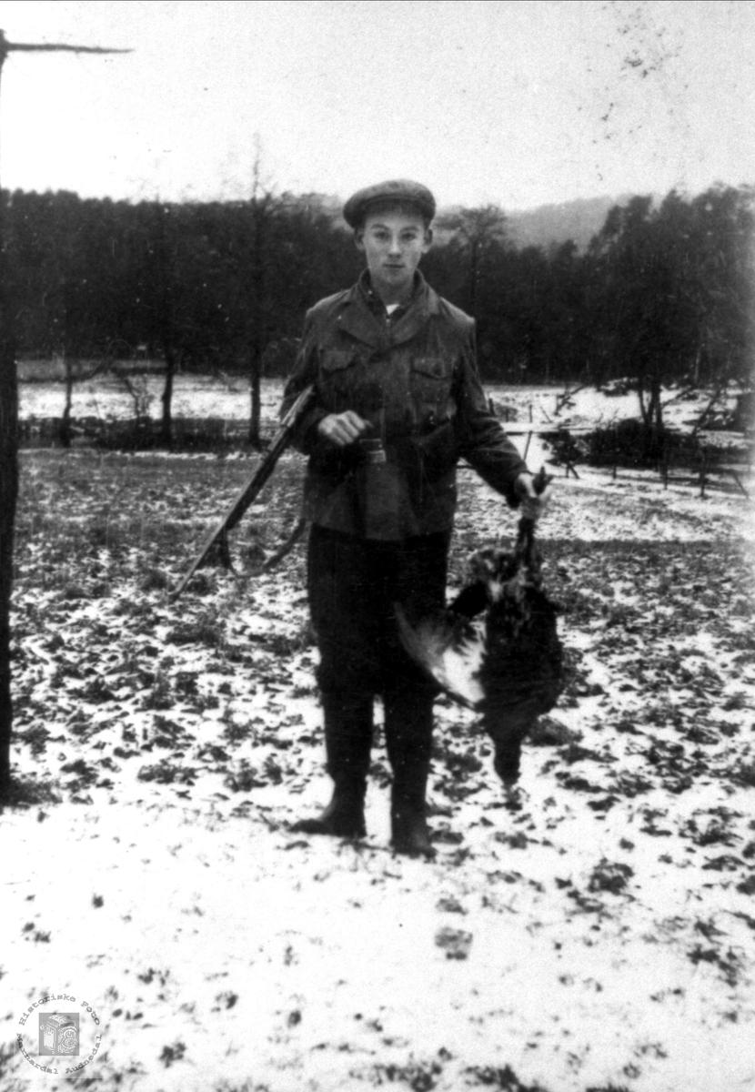 Sigmund Høye med sin første tiur, Øyslebø.