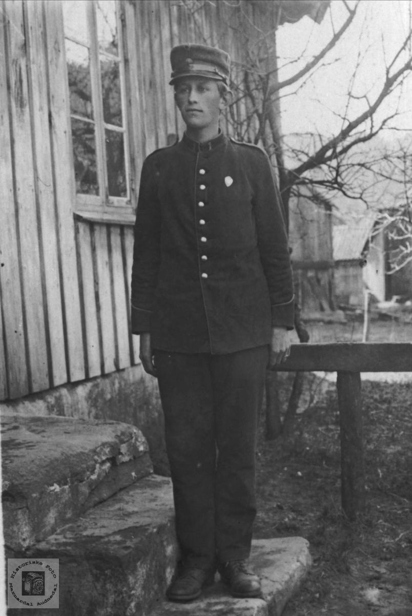 Soldatbilde av Olav O. Høye, Øyslebø.