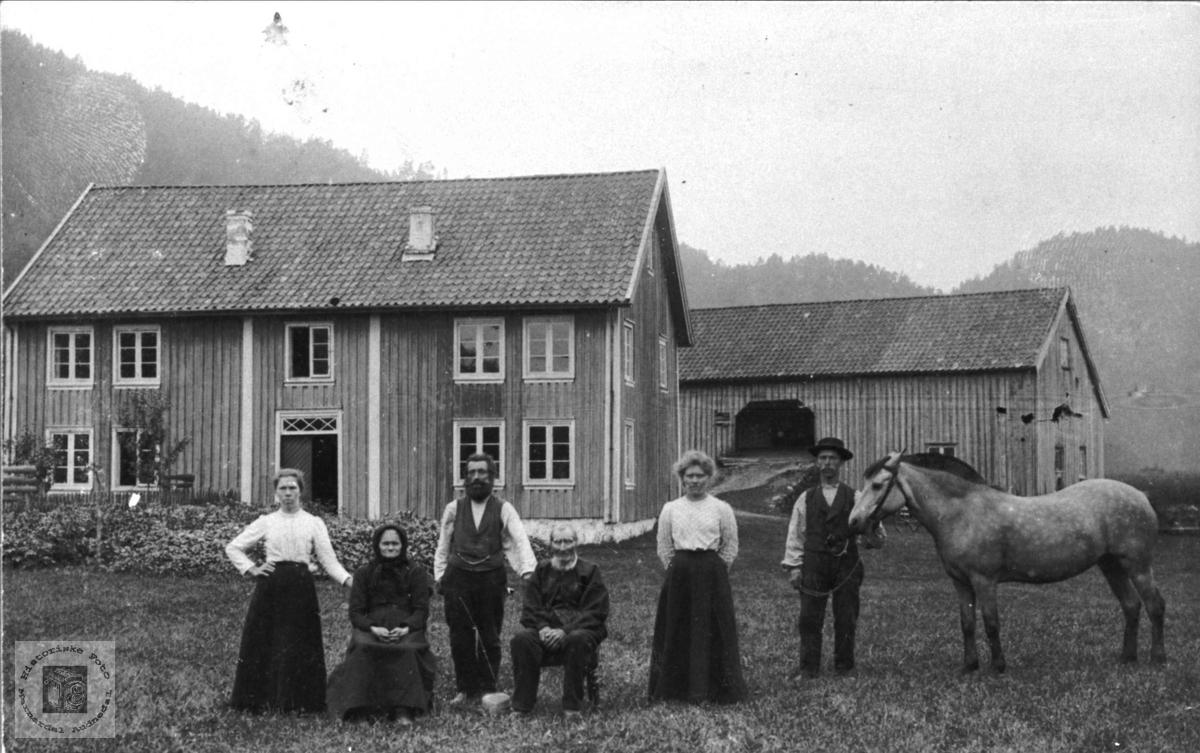 Gardsbruk på Bue i Marnardal.