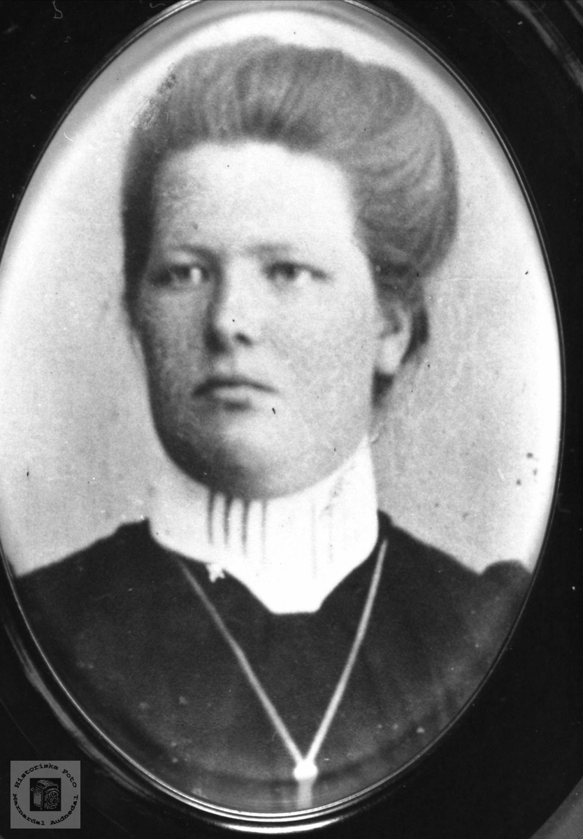 Portrett av Olaug Andrea Haraldstad, Laudal.
