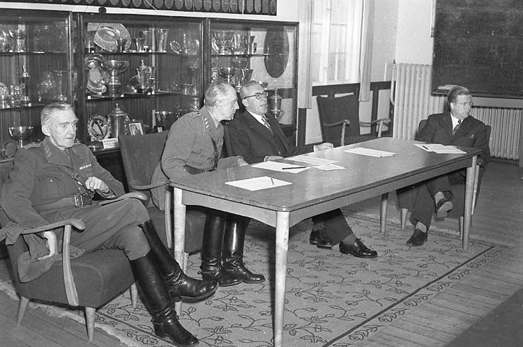 Generalmajor Kellgren, generalmajor Colliander och försvarsminiater Allan Vougt.