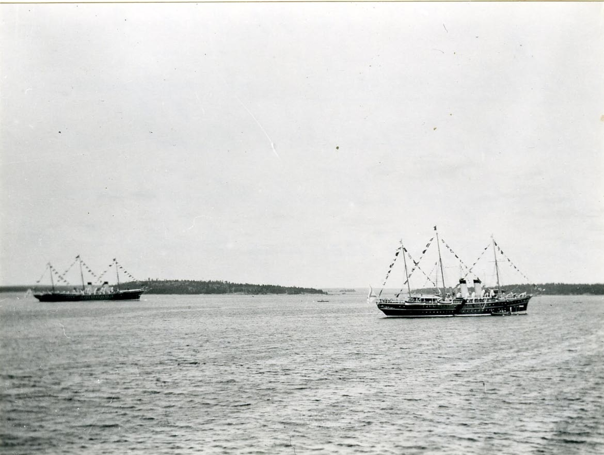 Pansarkryssaren Fylgias besök å Standart Redd vid Pitkopos i Finska skärgården augusti 1912, då konung Gustaf V och ryska tsaren sammanträffade där.