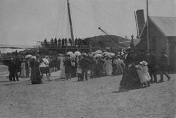 Sjøsetting av seilskute ved Heucheverven, Kragerø