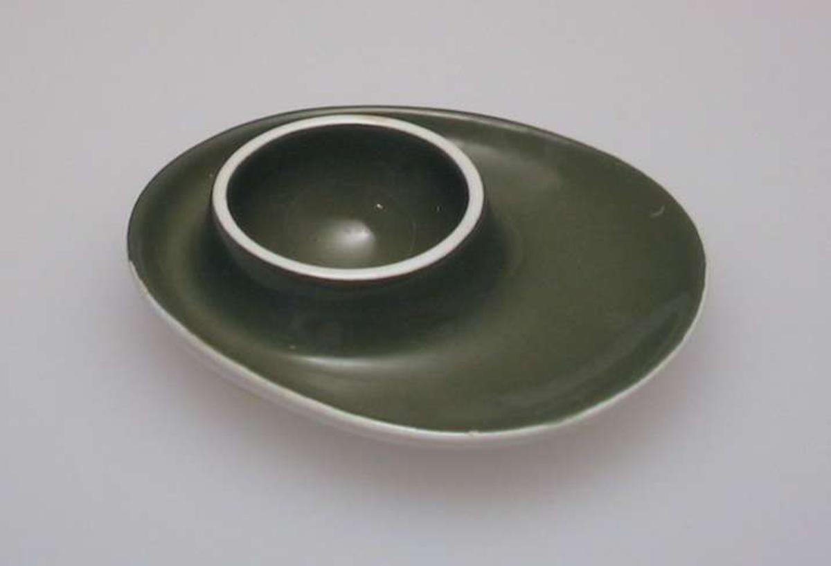 Olivengrønn eggformet skål med holder.