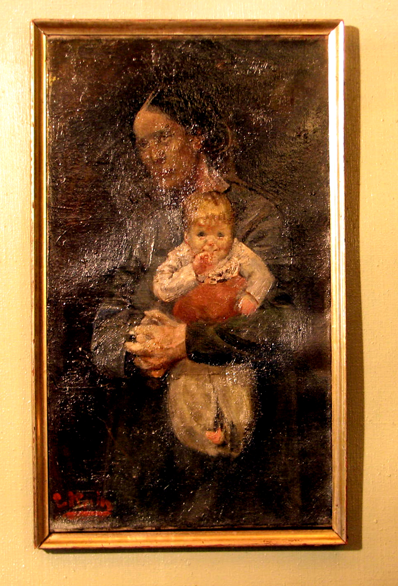 Kvinne i halvfigur, ansikt i 1/4 profil, blågrå drakt; holder spebarn, frontalt, hvit løyert m. rødt, brun bakgr.venstre,