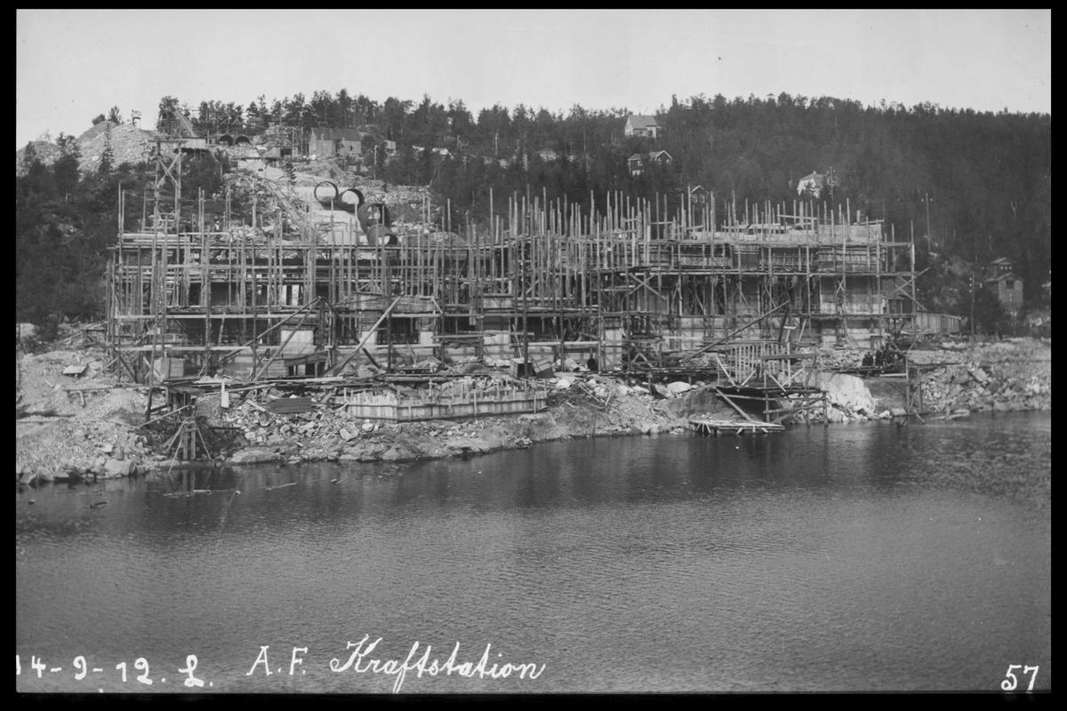 Arendal Fossekompani i begynnelsen av 1900-tallet CD merket 0470, Bilde: 40 Sted: Bøylefoss Beskrivelse: Forskaling av Kraftstasjonen