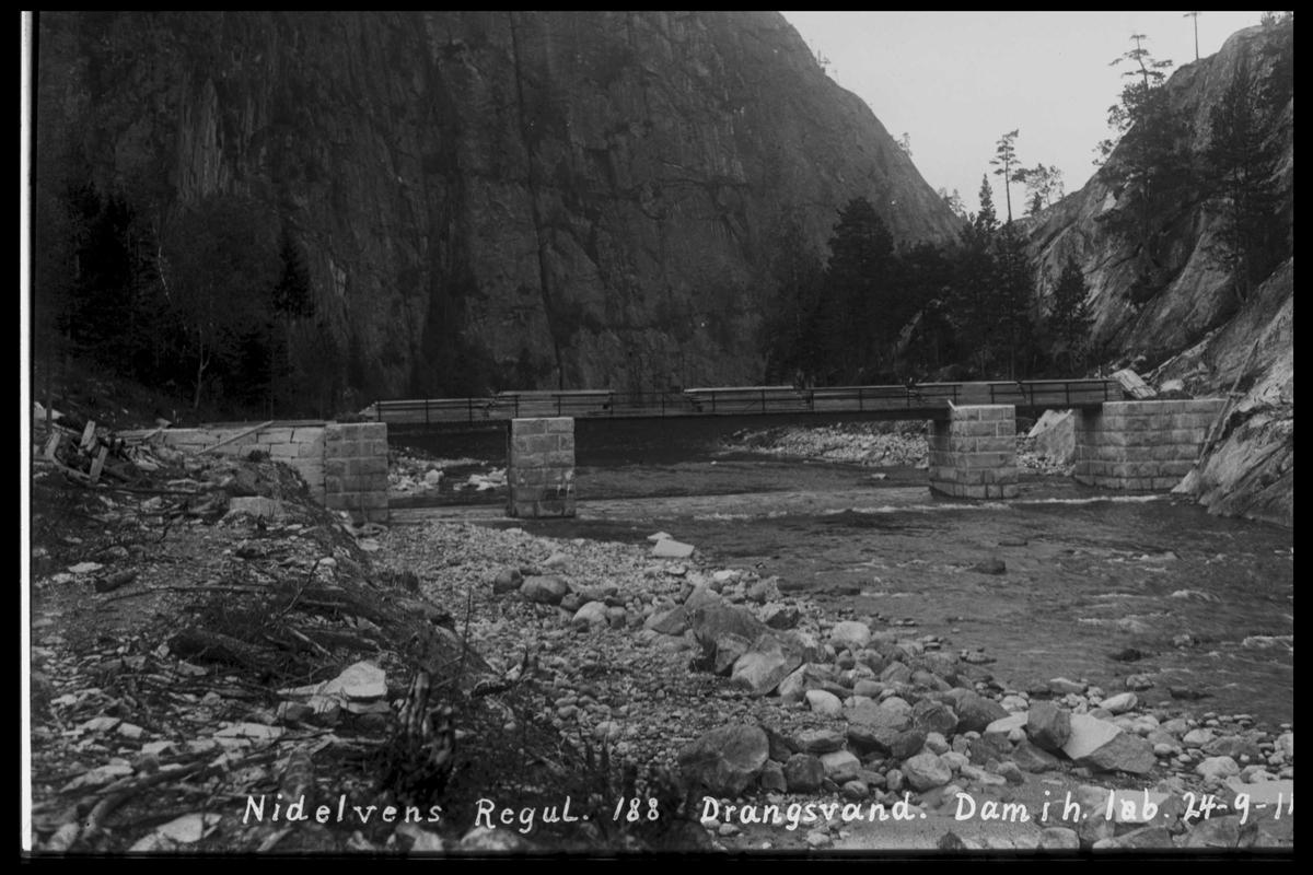 Arendal Fossekompani i begynnelsen av 1900-tallet CD merket 0474, Bilde: 30 Sted: Drangsvann dam Beskrivelse: Damanlegg