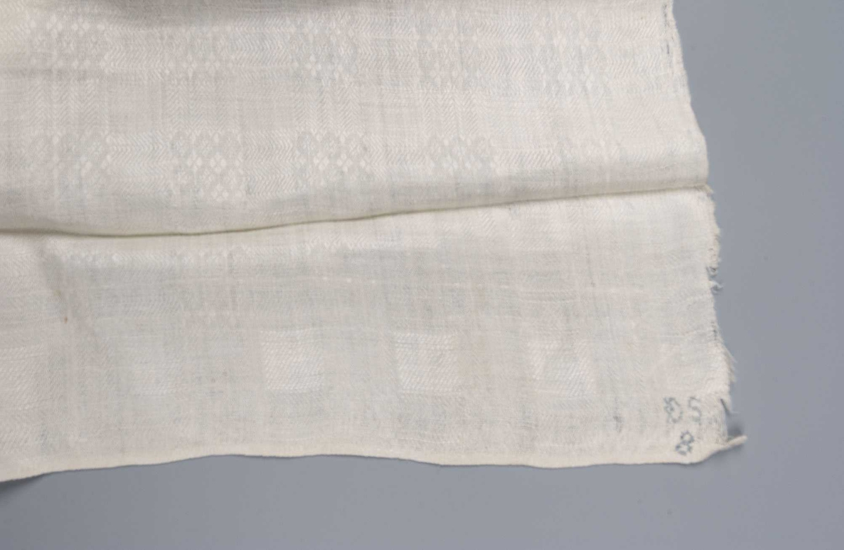 Mønstervevd bordduk i lin, liten fald maskinsydd i begge kortender.