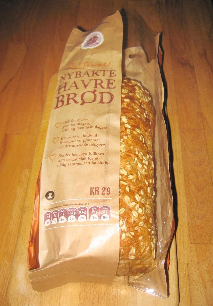 Brødets navn: Bestemors nybakte havrebrød - er det viktigste på posen som ikke har noe bildemotiv.