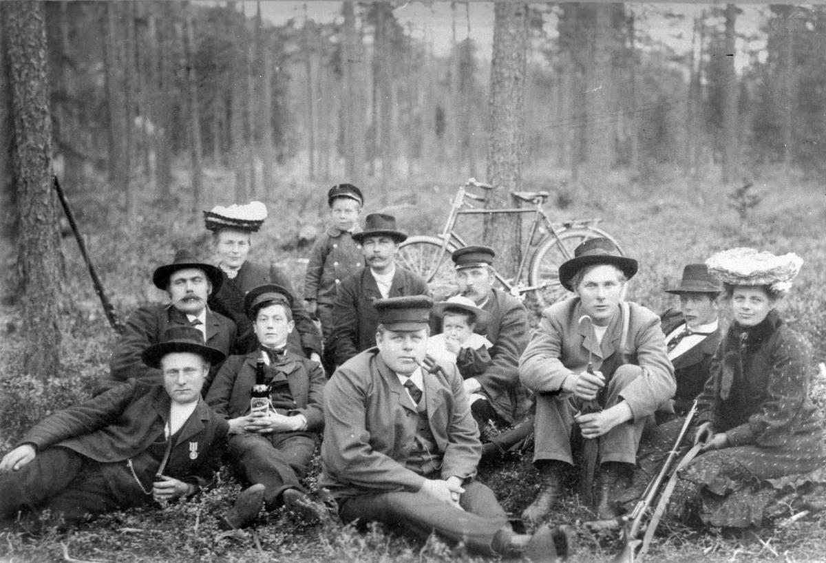 Åmlibilder samlet av Åmli historielag Åmli skytterlag på søndagstur