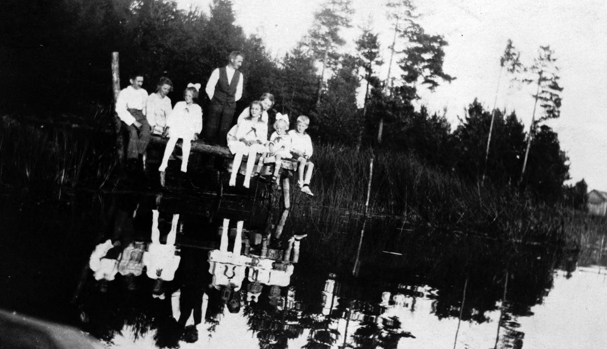 Aftenstemning ved Langtjernet (fam. Wilberg og Hansen).