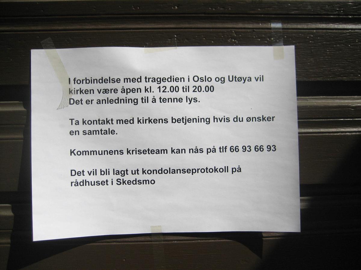 Minner etter terrorhandlingen den 22. juli 2011. Lillestrøm kirke var åpen for sørgende i uken etter terrorhandlingen.