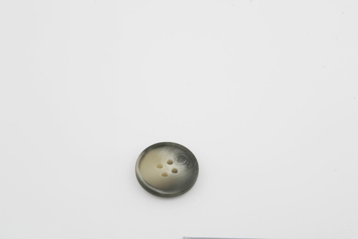 Vesker. Innhold i dameveske 2 - Knapp. Studiobilde i forbindelse med samtidsdokumentasjonsprosjekt - Veskeprosjektet 2006