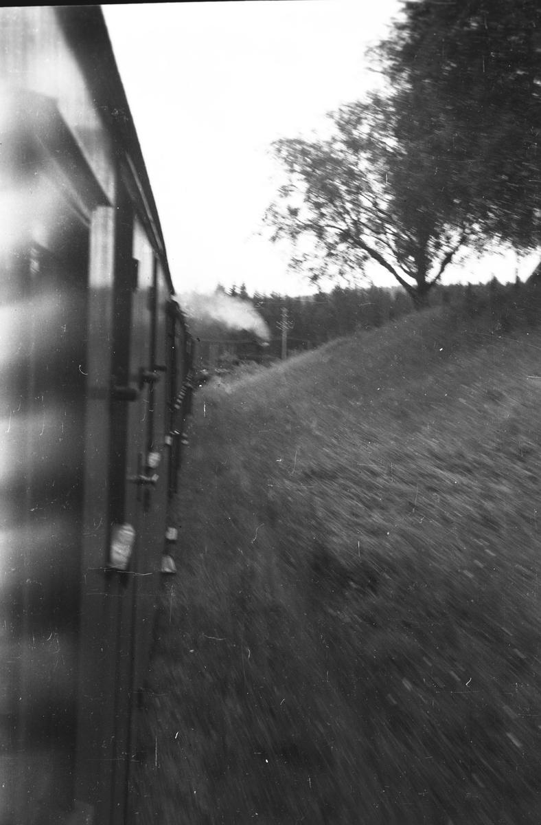 Tog 2051 til Skulerud. Strekningen Ørken-Mork, like før Jødalsbekk.