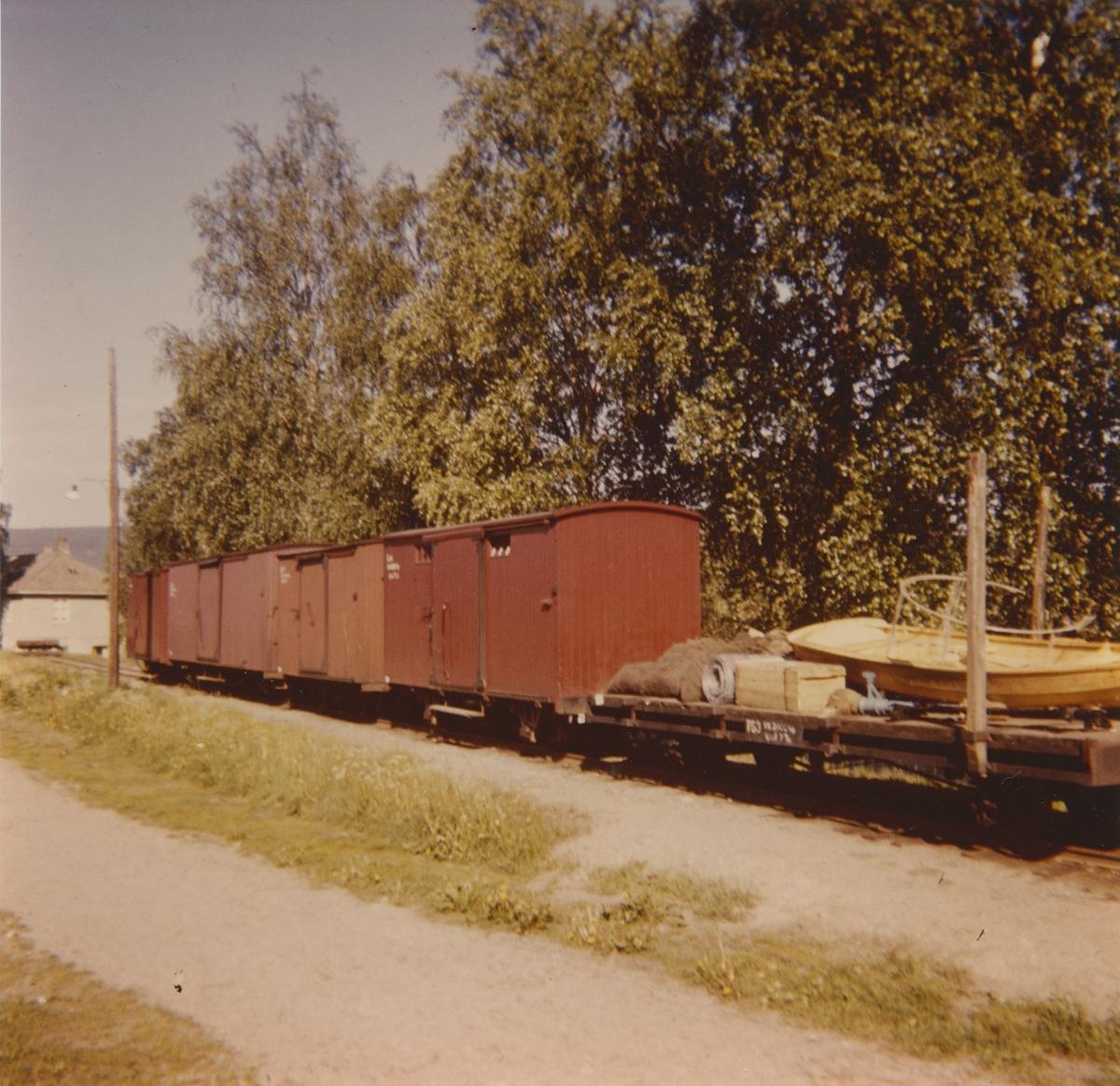 Godsvogner på rampesporet på Sørumsand. Nærmest T63, G41 og G9.
