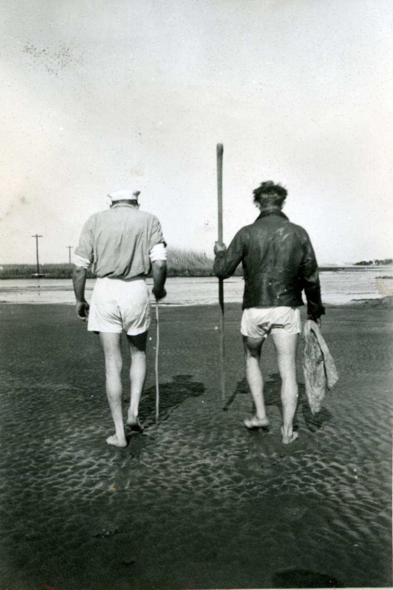 Album Ubåtjager King Haakon VII 1942-1946 Forskjellige bilder. Østers-jakt i Mississippi O. Andressen T.H.