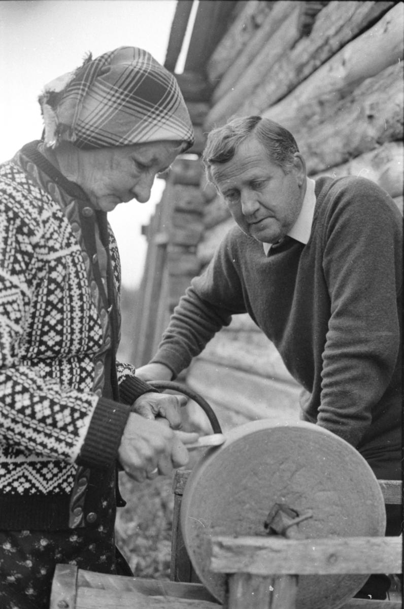 Dagfinn Grønoset med Anna Haugsetvolden (Anna i ødemarka).